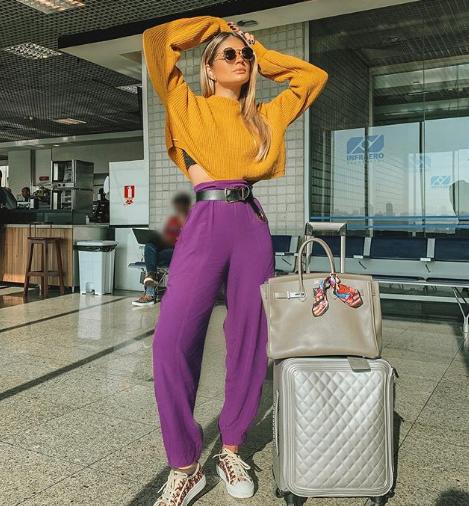 Influencer Thassia Naves usando combinação complementar